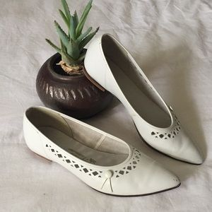 Vintage 1960s White Pointed Toe Flats